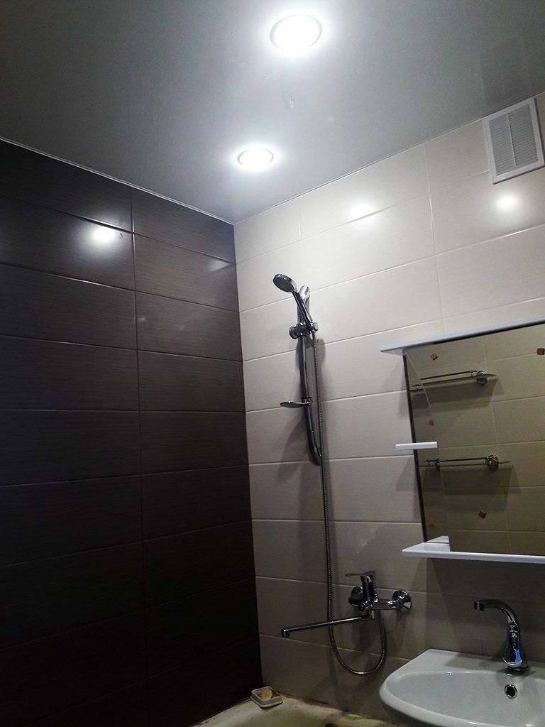 Современная ванна в цвете Мокко