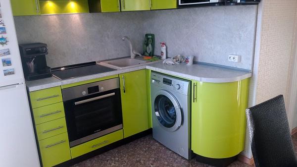 Нижняя часть кухонного гарнитура